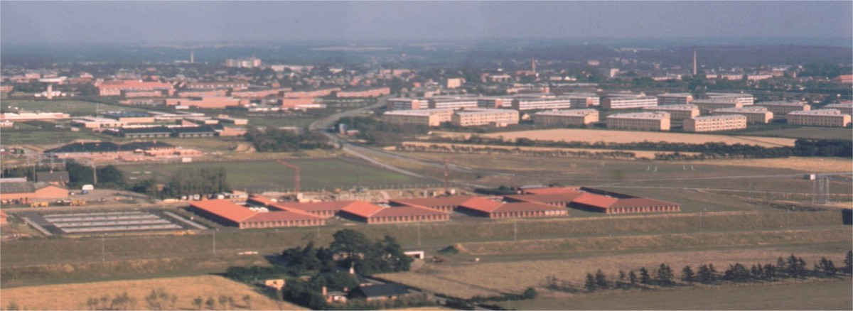Birkelundskolen fra en flyver i 1975