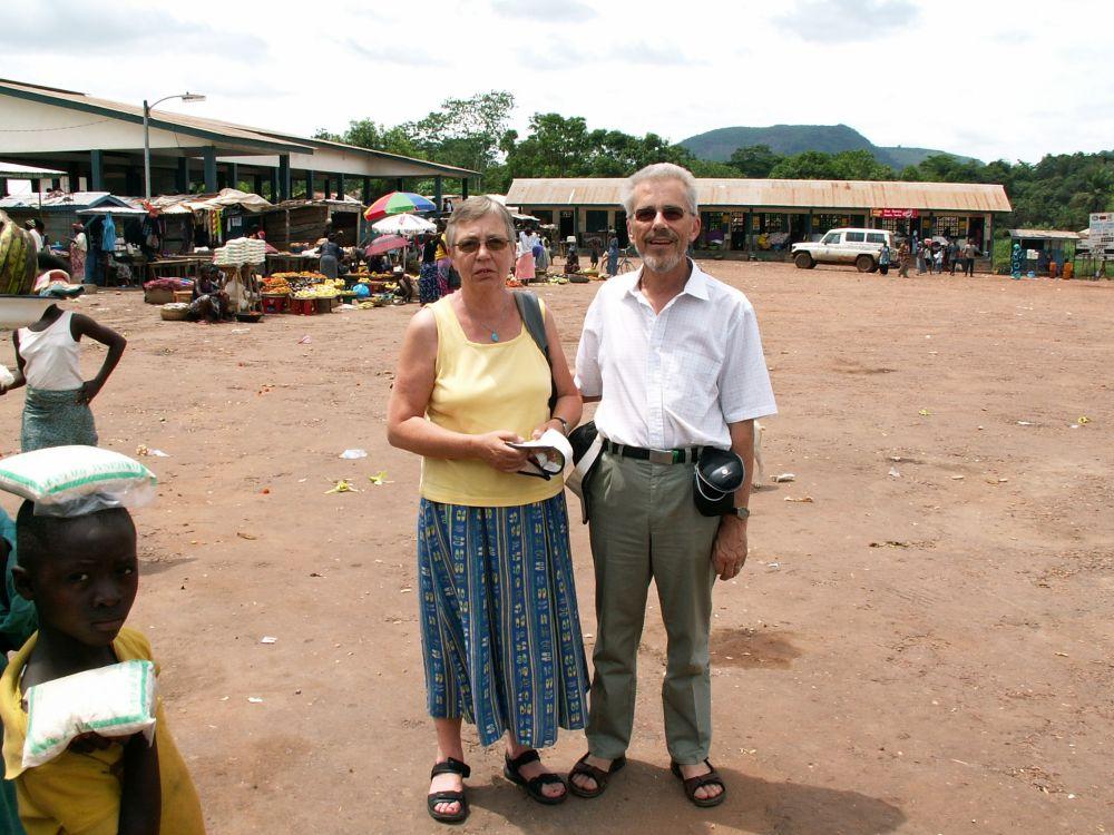 Aase og Thorkild på landsbymarkedsplads