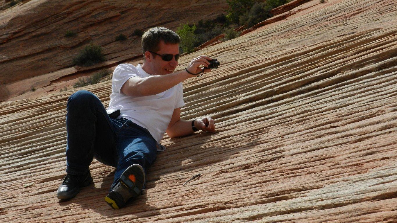 Heine fotograferer sandslibninger i Zion NP, USA 2012