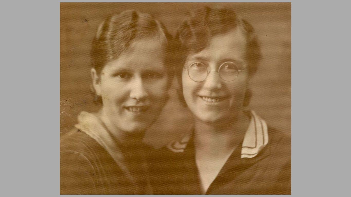 Søstrene Esther og Mary