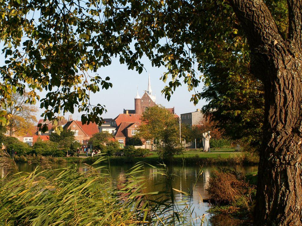 Domkirken fra Damparken efterår