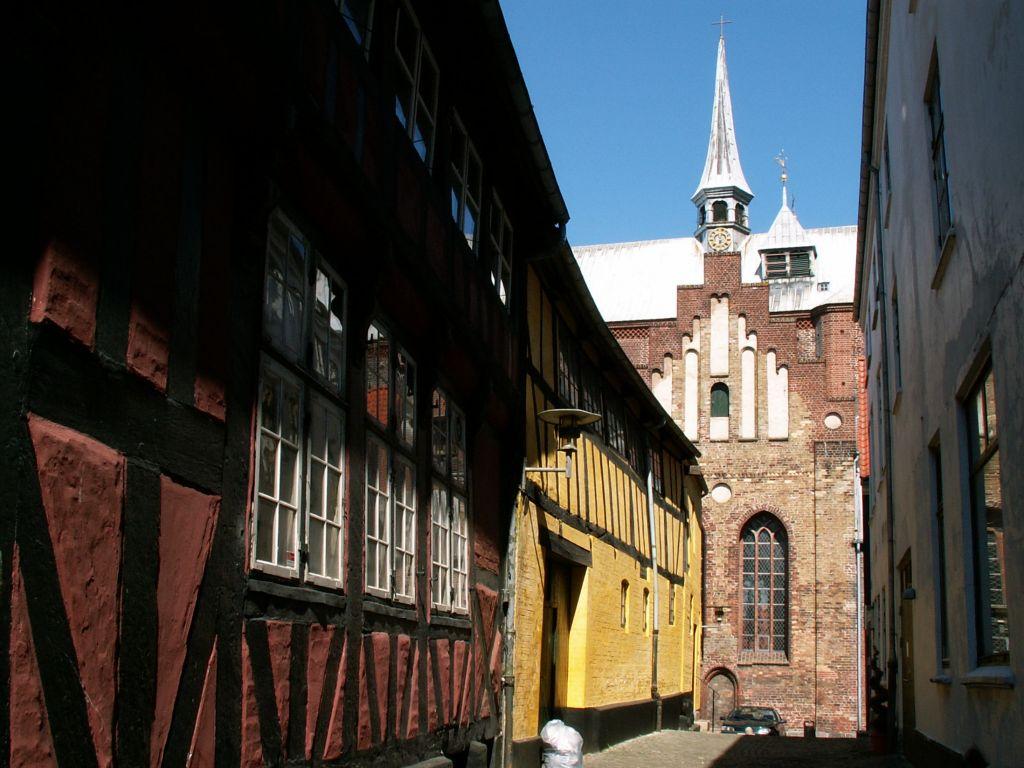 Domkirken set fra smøgen til torvet