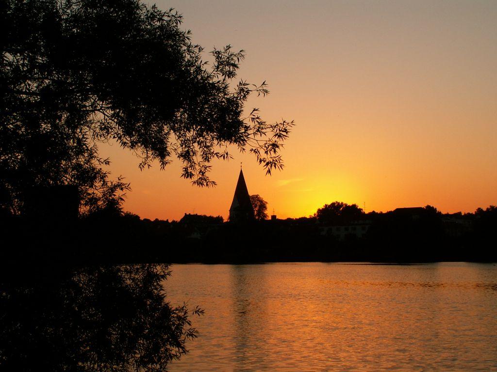 Gl. Haderslev Kirke i aftenlys
