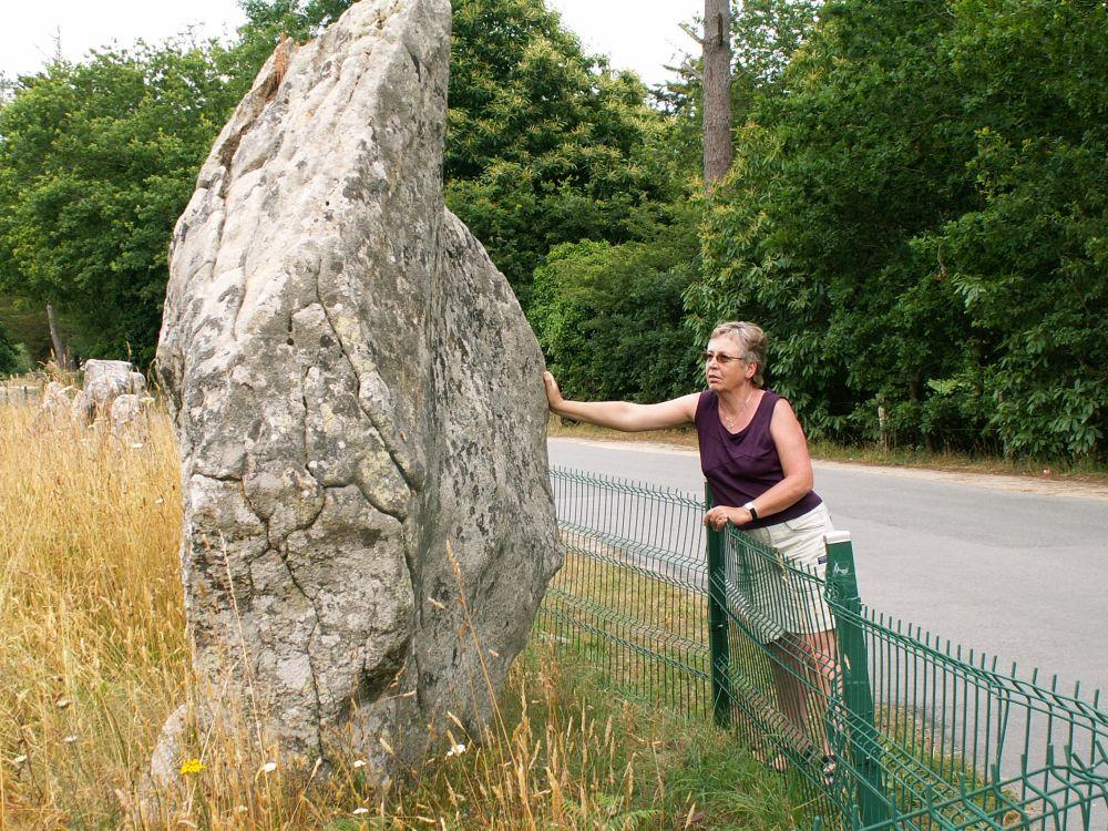 Aase ved stenrækkerne i Carnac