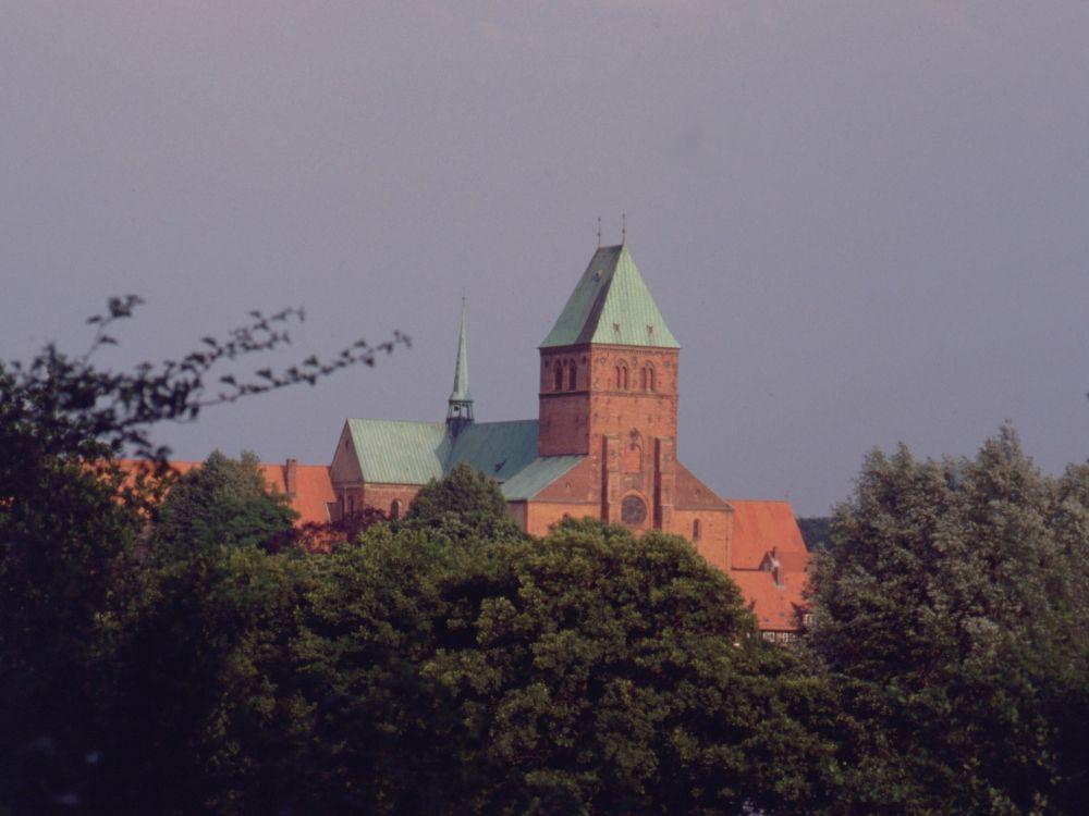 Domkirken i Ratzeburg set fra campingpladsen