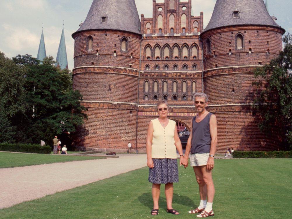 AS og TS ved Holstentor i Lübeck