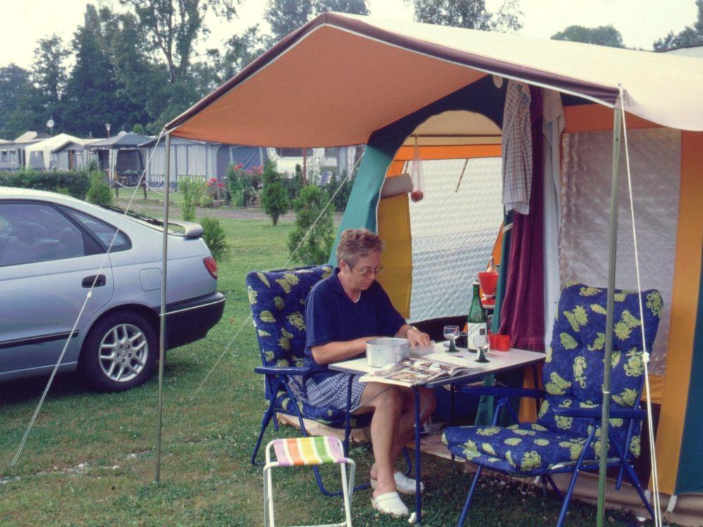 Aase ved teltet
