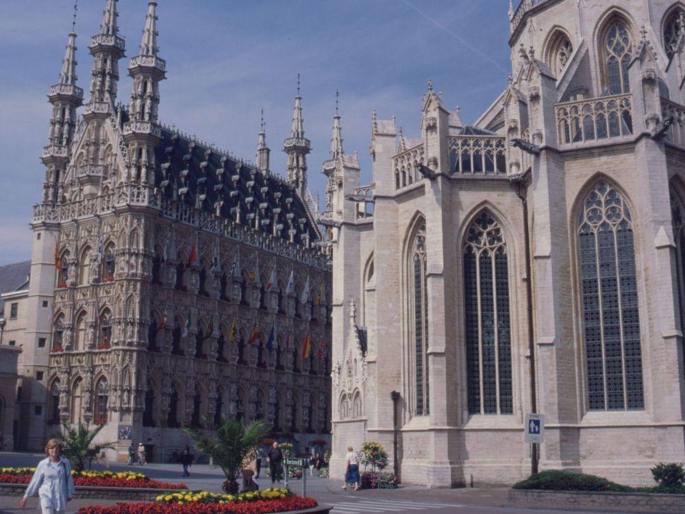 Rådhuset og kirkekoret i Leuven