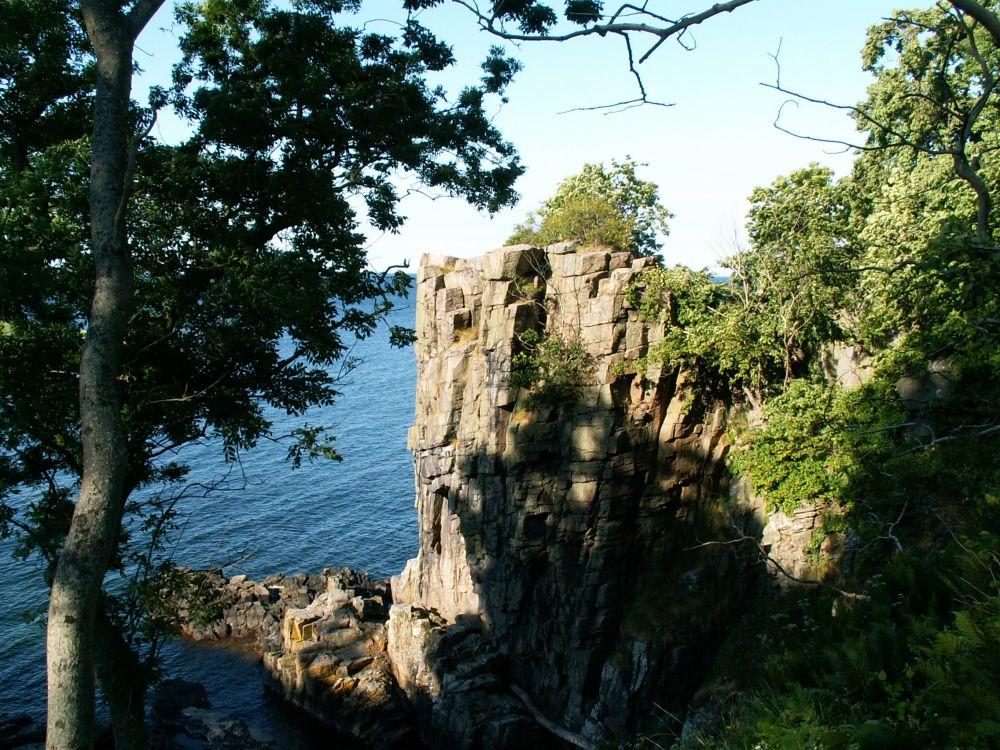 Helligdomsklipperne ved Rø