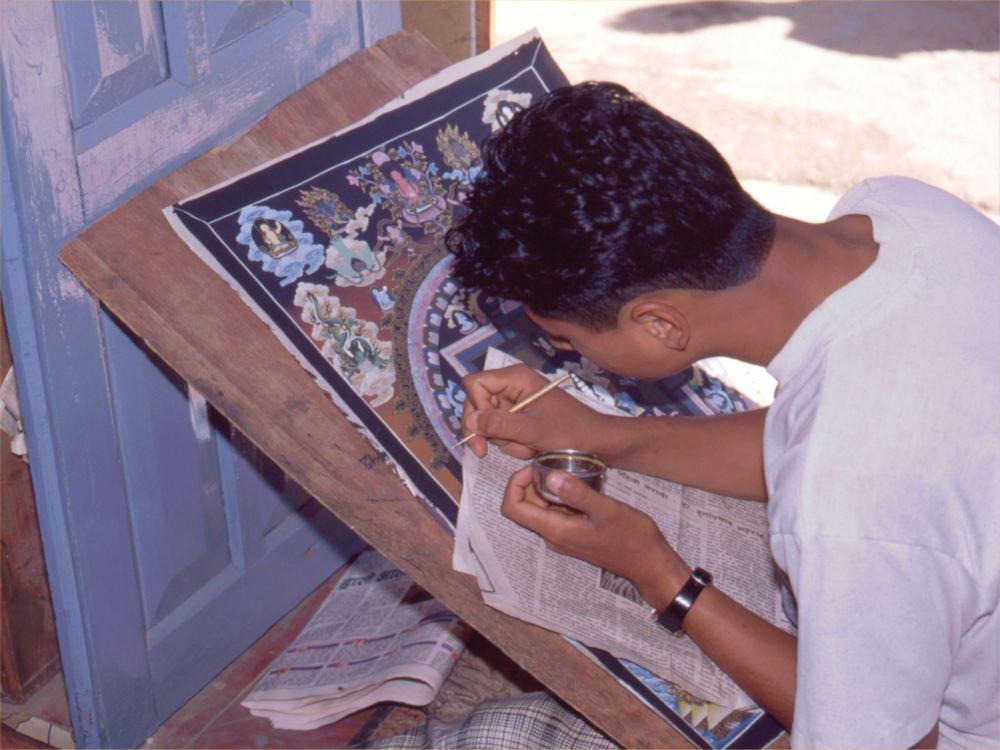 Ung maler i Patan Mandala Shop