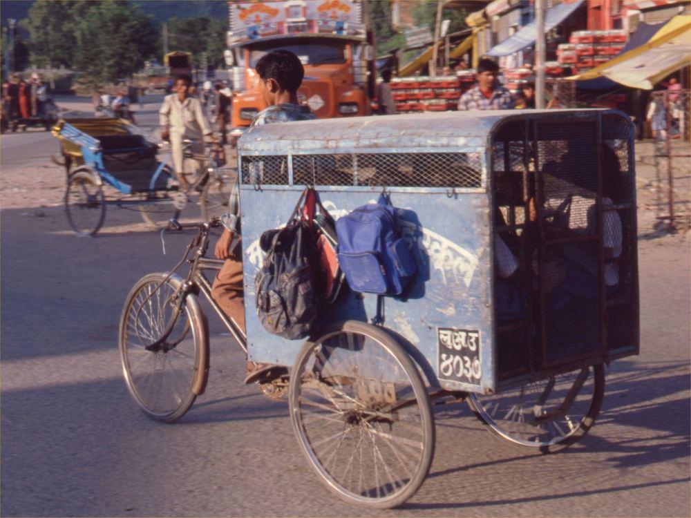 "En ""skolebus"" i Butwal i Sydnepal"