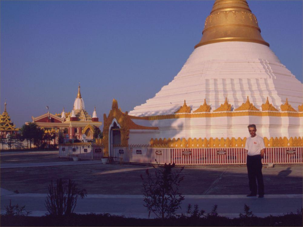 Thorkild ved tempelanlægene i Lumbini