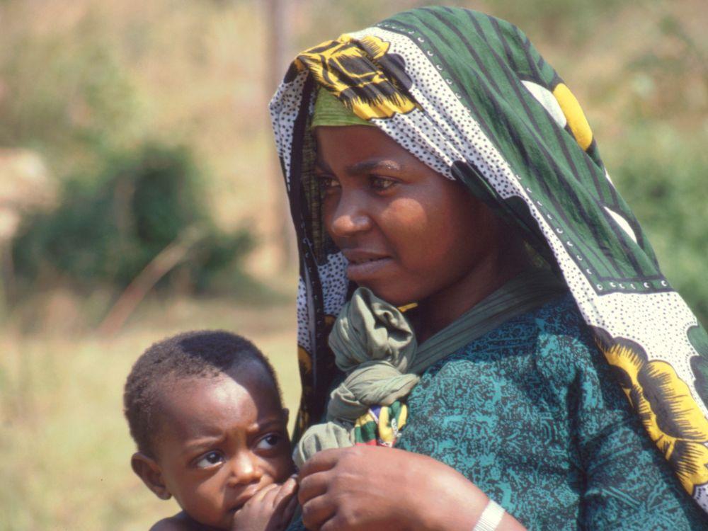 Ung pige med barn