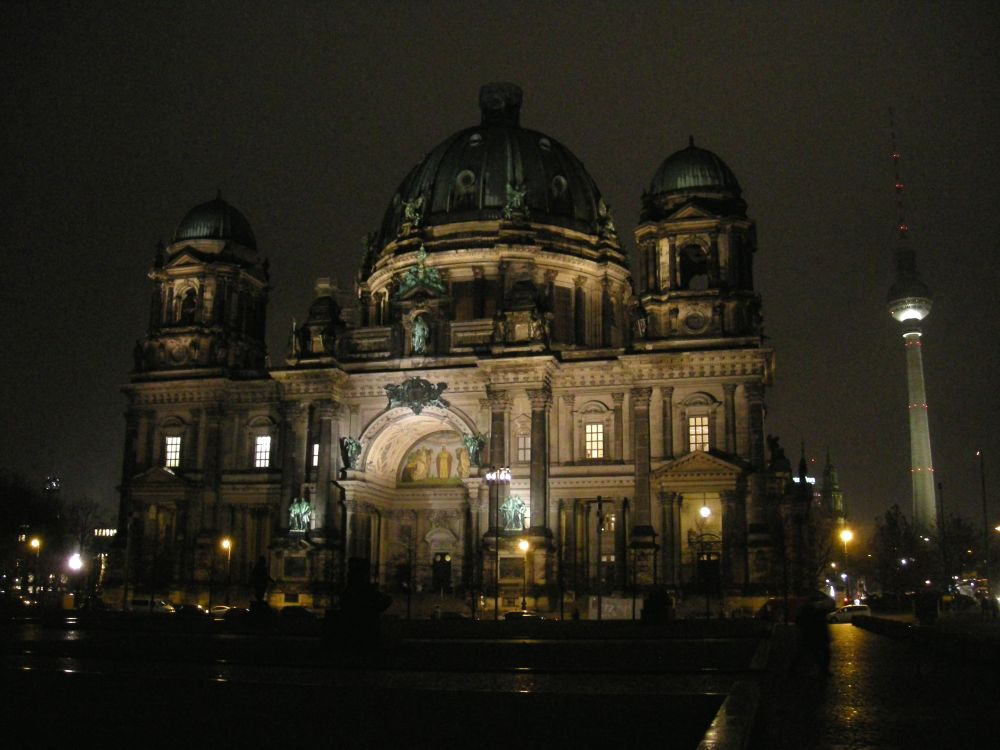 Berlins Domkirke ved aftenlys