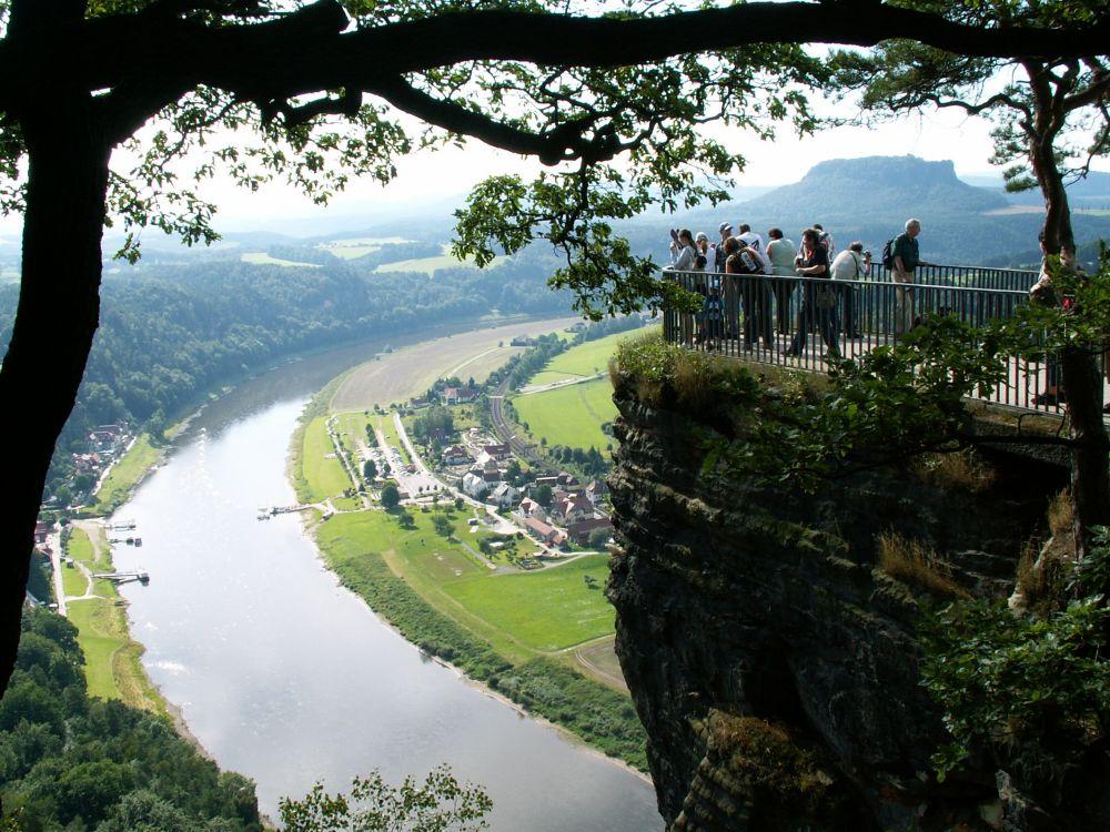 Bastei-klippen med udsigt over Elben og Lilienstein i baggrunden