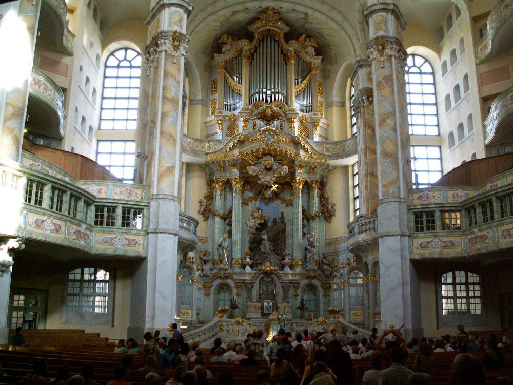 Alter og orgel i den nyopførte Frauenkirche i Dresden