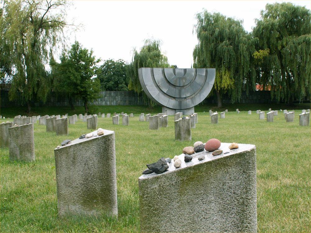 Mindesmærker ved krematoriet i Theresienstadt