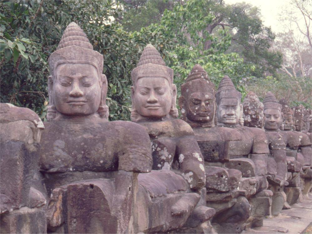 Skulpturer ved sydporten til Angkor Thom