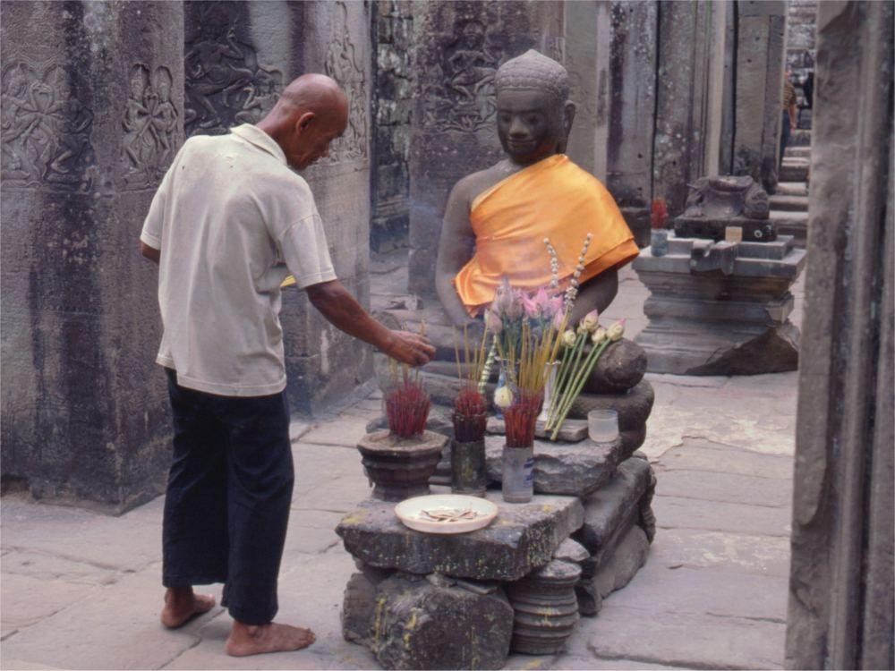 Ofring til Buddha i Bayon templet