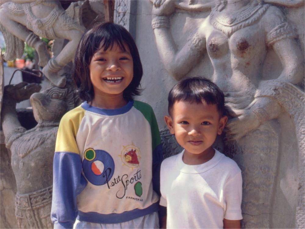 To cambodjanske børn