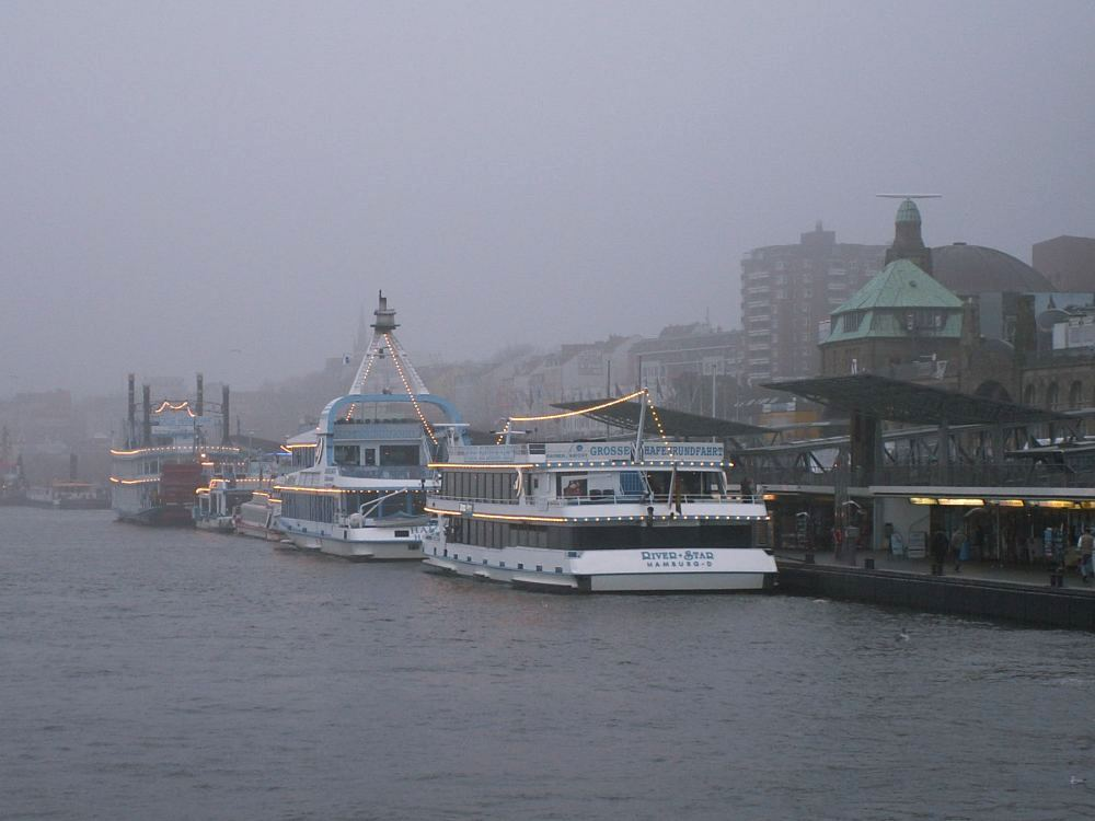 Sejltur på havnen i Hamburg