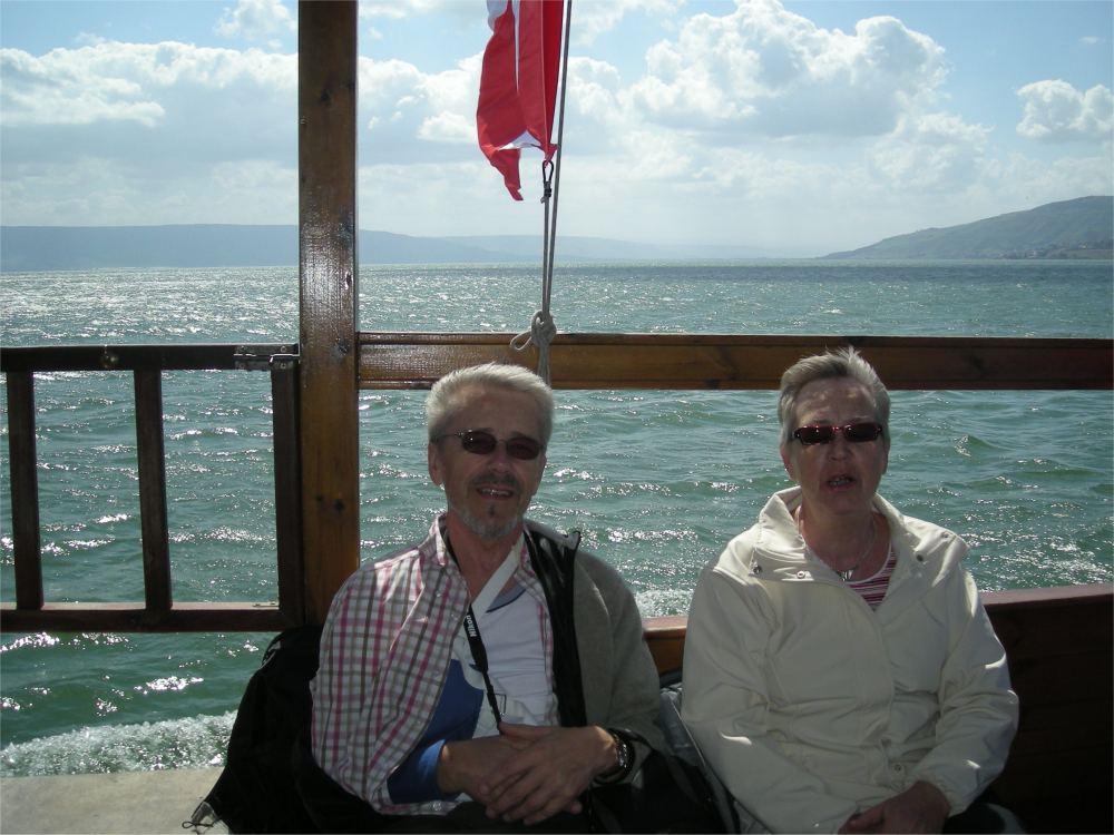 Thorkild og Aase på sejltur på Geneseret sø