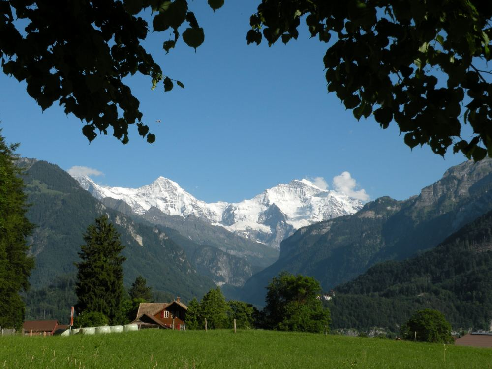 Eiger, Mönch og Jungfrau set fra Interlaken nord