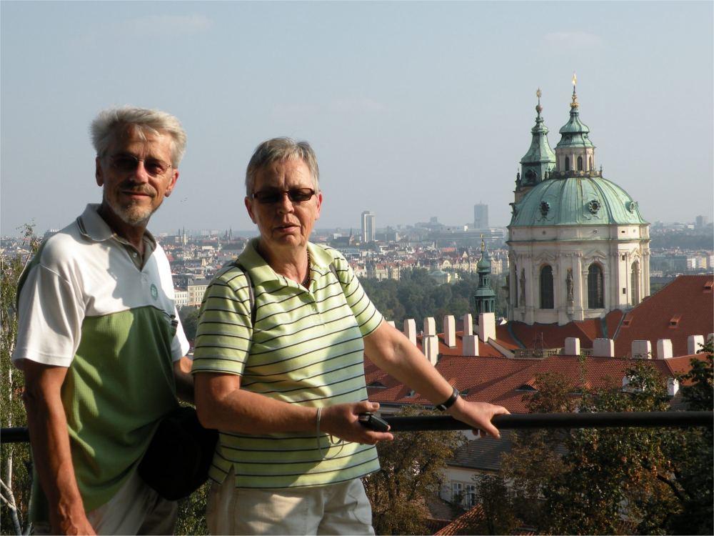 Aase og Thorkild med udsigt fra Prags Borg