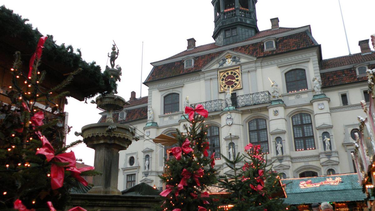 Julemarked ved rådhuset i Lüneburg