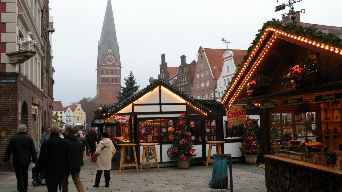 Julemarked foran Johanneskirken