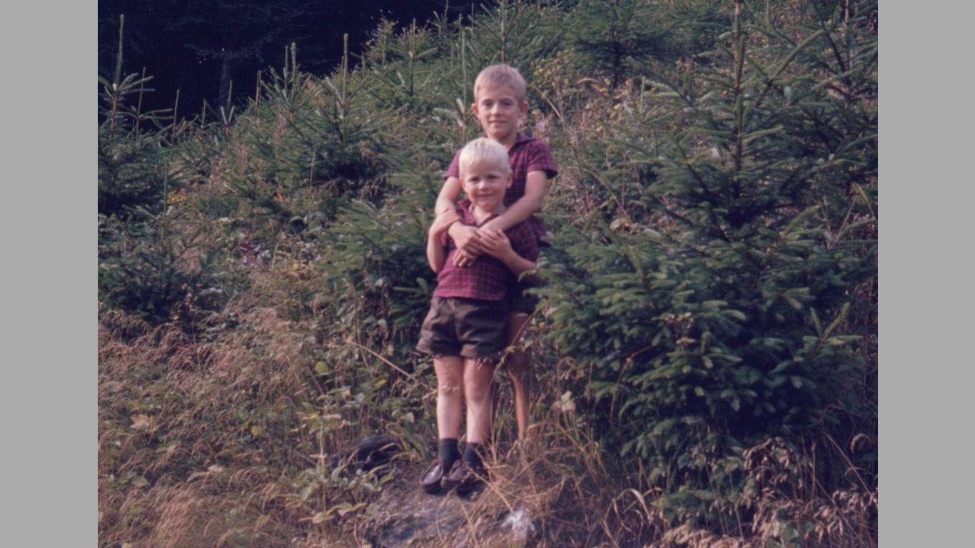 Kim med sin lillebror Kent 1967