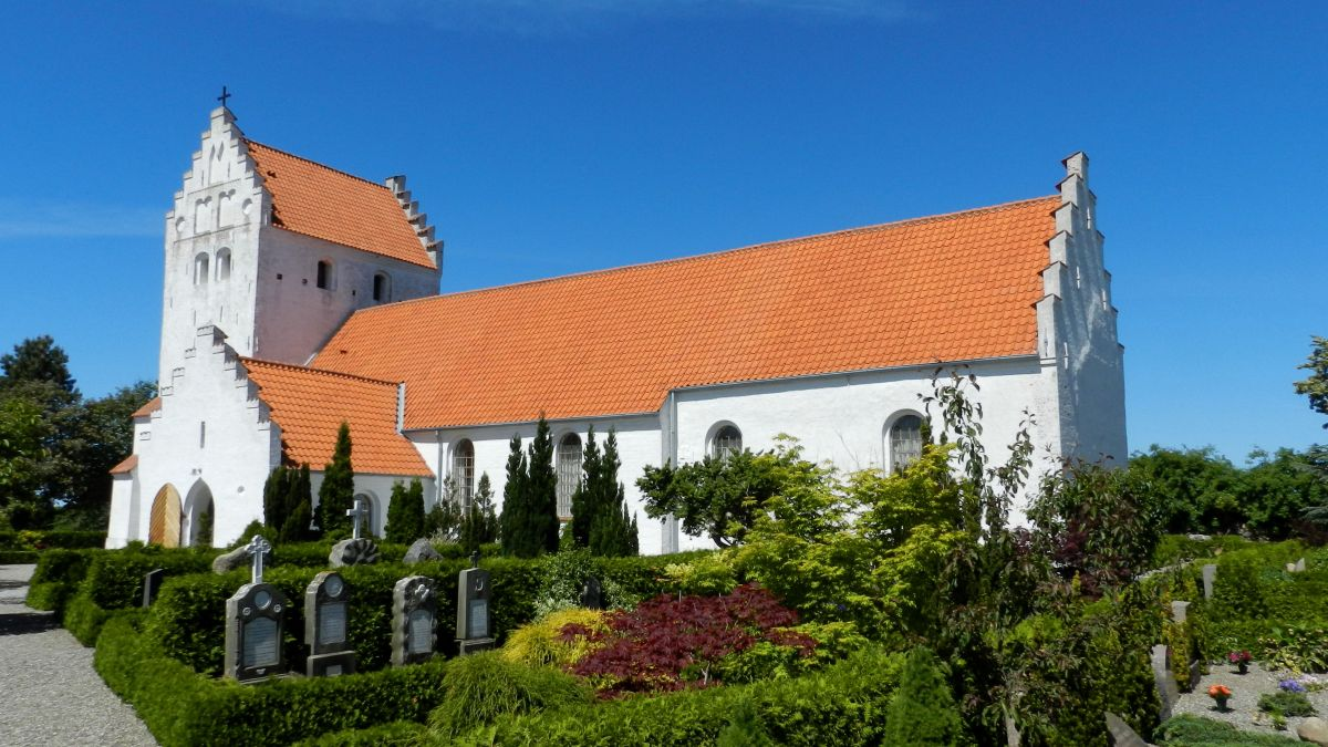 Onsbjerg Kirke set fra sydøst