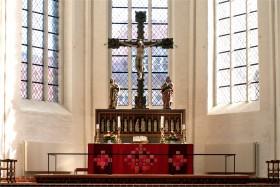 2007-0172 DOM Røde altertekstiler