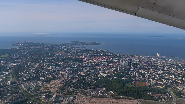 Tallinn set fra flyet, der lige er lettet