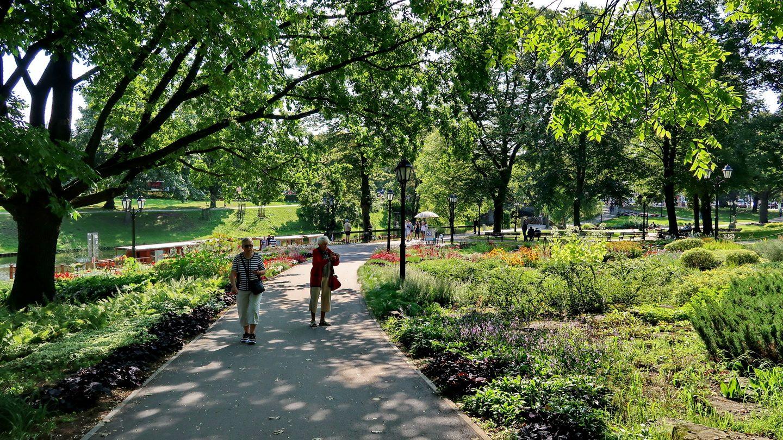 Gennem parken til jugendstil-bydelen