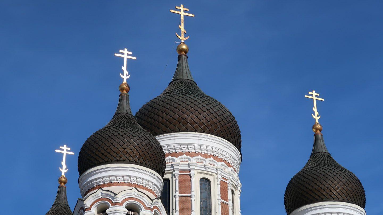 De løgformede kupler med det russiske kors