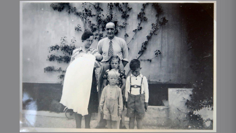 Aase hjemme efter dåb i Gjerlev Kirke