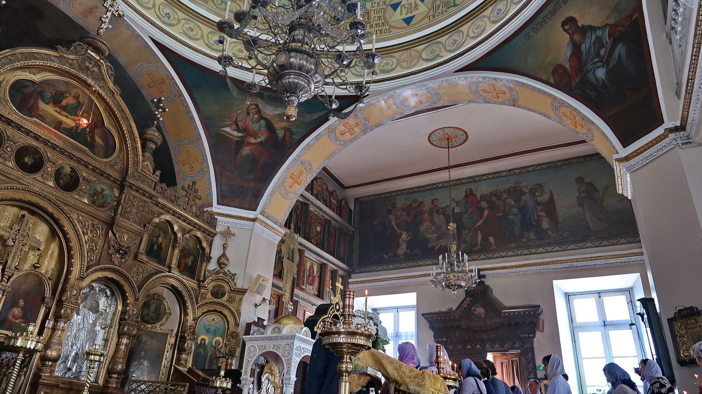 Et blik mod højre. med evangelister i kuppelkappen: Johannes og Markus.