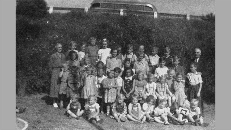 Søndagsskoleudflugt til Allingålyst 1949. Thorkild er nr. 4 i forreste række fra venstre.