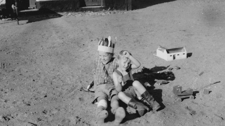 Thorkild og Arne fotograferet af Arnes far.
