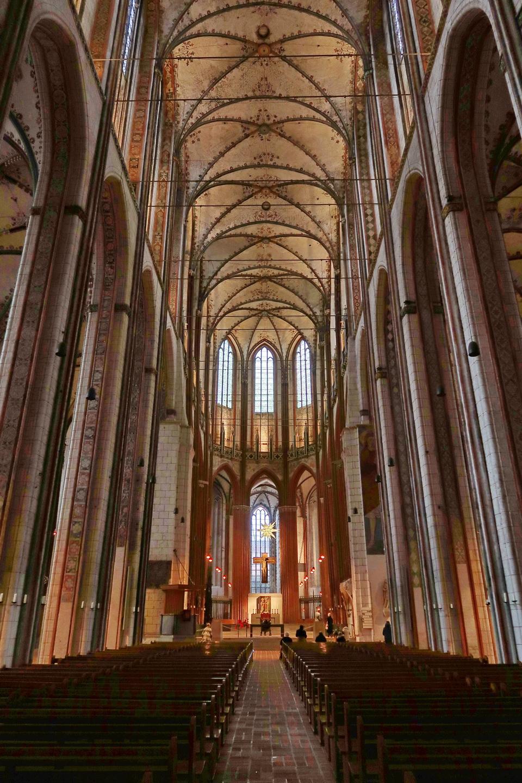 Mariakirken i Lübeck - hvælvingerne er ca. 40 m. høje. Det er Tysklands tredje største kirke