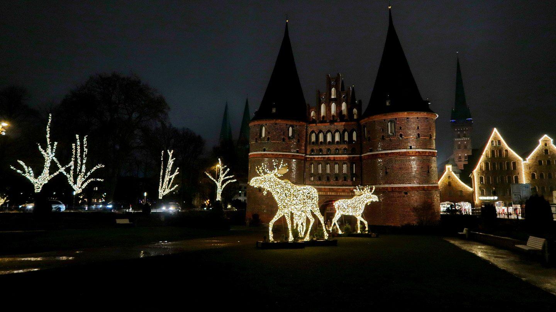 Julebelysning foran Holstentor